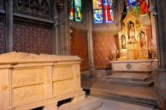 Altare e tomba dentro una chiesa a Vienna Immagine Stock Libera da Diritti
