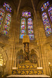 Altare e vetro macchiato Immagine Stock