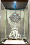 Altare ed icone in vecchia chiesa a Arequipa, Perù, Sudamerica. Immagine Stock Libera da Diritti