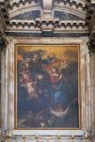 Altare i den Franciscan kyrkan av munkarna som är mindre i Dubrovnik arkivbild