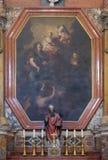 Altare i den Franciscan kyrkan av munkarna som är mindre i Dubrovnik royaltyfria bilder