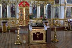 Altare i kristen kyrka arkivbild