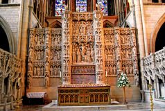 Altare intagliato e vetro macchiato Fotografia Stock Libera da Diritti