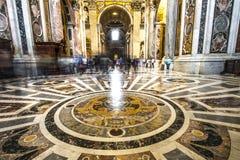 ALTARE INTERNO DEL BALDACCHINO DI SPIRITO DELLA BASILICA DI ST PETER DESTINAZIONE FAMOSA DI ROMA Immagine Stock Libera da Diritti