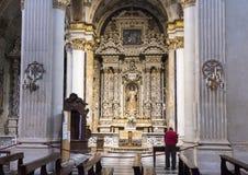 Altare laterale della cattedrale del duomo con la nostra signora Queen di pace, Lecce, Italia Immagini Stock Libere da Diritti