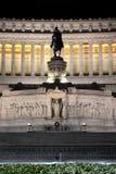 Altare maestoso della patria di notte a Roma, Italia Fotografia Stock