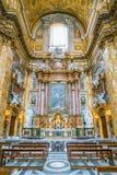 Altare nel transetto della basilica di Santi Ambrogio e Carlo al Corso, a Roma, l'Italia Fotografia Stock Libera da Diritti