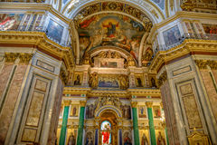Altare nella cattedrale di Isaac del san St Petersburg, Russia Immagine Stock