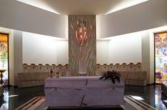 Altare nella cattedrale di Madre Teresa in Vau i Dejes, Albania Immagine Stock