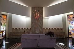 Altare nella cattedrale di Madre Teresa in Vau i Dejes, Albania Fotografia Stock