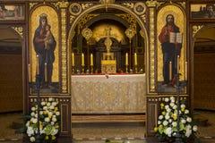 Altare nella vecchia chiesa cristiana Immagini Stock Libere da Diritti