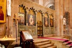 Altare nella vecchia chiesa storica Immagini Stock
