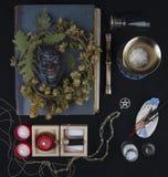 Altare occulto con il fronte del ` s della pentola, corona del luppolo Fotografie Stock