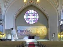 Altare och altartavla i den Tammerfors domkyrkan, Finland royaltyfria bilder
