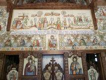 Altare på träkyrkan av Botiza Arkivfoto