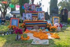 Altare per ricordare i morti durante il giorno dei morti Immagini Stock