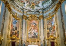 Altare principale con le scene a partire dalla durata di St Ignatius da Andrea Pozzo, nella chiesa di St Ignatius di Loyola a Rom Fotografia Stock
