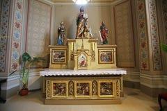 Altare principale nella chiesa di St Matthew in Stitar, Croazia Immagini Stock
