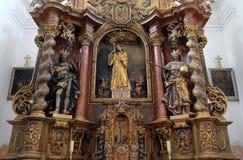 Altare principale nella chiesa Leonard di Noblac in Kotari, Croazia Immagini Stock