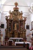 Altare principale nella chiesa Leonard di Noblac in Kotari, Croazia Immagine Stock