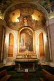altare religioso con le decorazioni per fedele Fotografia Stock Libera da Diritti