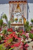 Altare religioso dei fiori di Monesterio vicino via il de La Plata Fotografia Stock