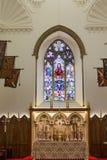 Altare sotto vetro macchiato Fotografie Stock