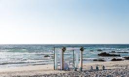 Altare sulla spiaggia pronta per cerimonia di nozze Fotografia Stock