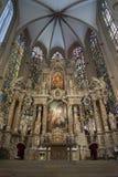 Altare in una chiesa Fotografie Stock Libere da Diritti