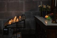 altare votivo in chiesa Immagine Stock