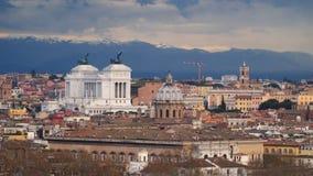 Altaredella Patria en daken van Rome stock footage