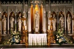 altarekatolsk kyrka Arkivbilder