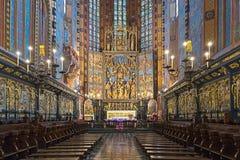 Altarpiece Veit Stoss в базилике в Краков, Польше St Mary стоковые изображения
