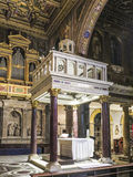 Altarraum der alten Basilika von Santa Maria in Trastevere Stockfoto