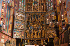 Altartavla Veit Stoss (altaret för St Marys) - Cracow (Krakow) - Polen royaltyfri bild