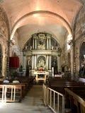 Altartavlan och inre av kapellet i Barro, Galicia, Spanien royaltyfri bild