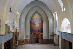 Altarteil des alten verlassenen Abschlusses der lutherischen Kirche oben Lumivaara, Karelien Stockbild