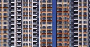 Altas construcciones de viviendas de la subida Fotos de archivo libres de regalías