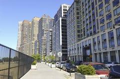 Altas construcciones de viviendas de la subida en Manhattan, NYC Fotografía de archivo libre de regalías