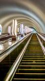 Altas escaleras móviles del subterráneo en ciudad grande Fotografía de archivo libre de regalías