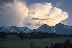 Altas montañas de Tatras - de Belianske Tatry - picos Zdiarska Vidla y Havran Fotos de archivo