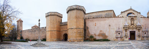 Altas paredes del monasterio de Poblet Fotografía de archivo