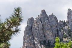 Altas rocas Ai-Petri de montañas crimeas Foto de archivo libre de regalías