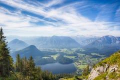 Altaussee i Altauseer jezioro od Zwyciężonej góry w Fotografia Royalty Free