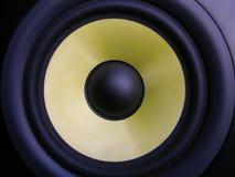 Altavoz para bajas audiofrecuencias amarillo Fotos de archivo libres de regalías