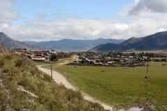 Altay δρόμος ορεινών χωριών Στοκ Εικόνα