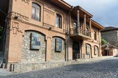 Altbau auf der Straße in Sheki azerbaijan Stockbilder