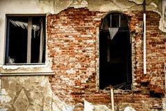 Altbau mit einer Einsturzziegelsteinfassade stockfoto