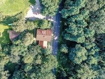 Altbauregelung mit Häusern und Eigenschaften mit Gärten, Stockfotografie