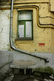 Altbauten auf den Straßen von Kiew stockfotos